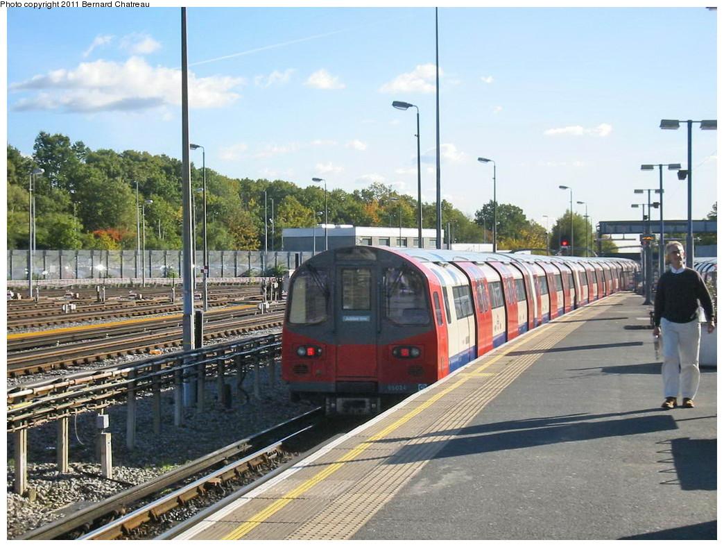 (251k, 1044x788)<br><b>Country:</b> United Kingdom<br><b>City:</b> London<br><b>System:</b> London Underground<br><b>Line:</b> Jubilee<br><b>Location:</b> Stanmore<br><b>Car:</b> 1996 Tube Stock 96024 <br><b>Photo by:</b> Bernard Chatreau<br><b>Date:</b> 10/30/2007<br><b>Viewed (this week/total):</b> 0 / 485