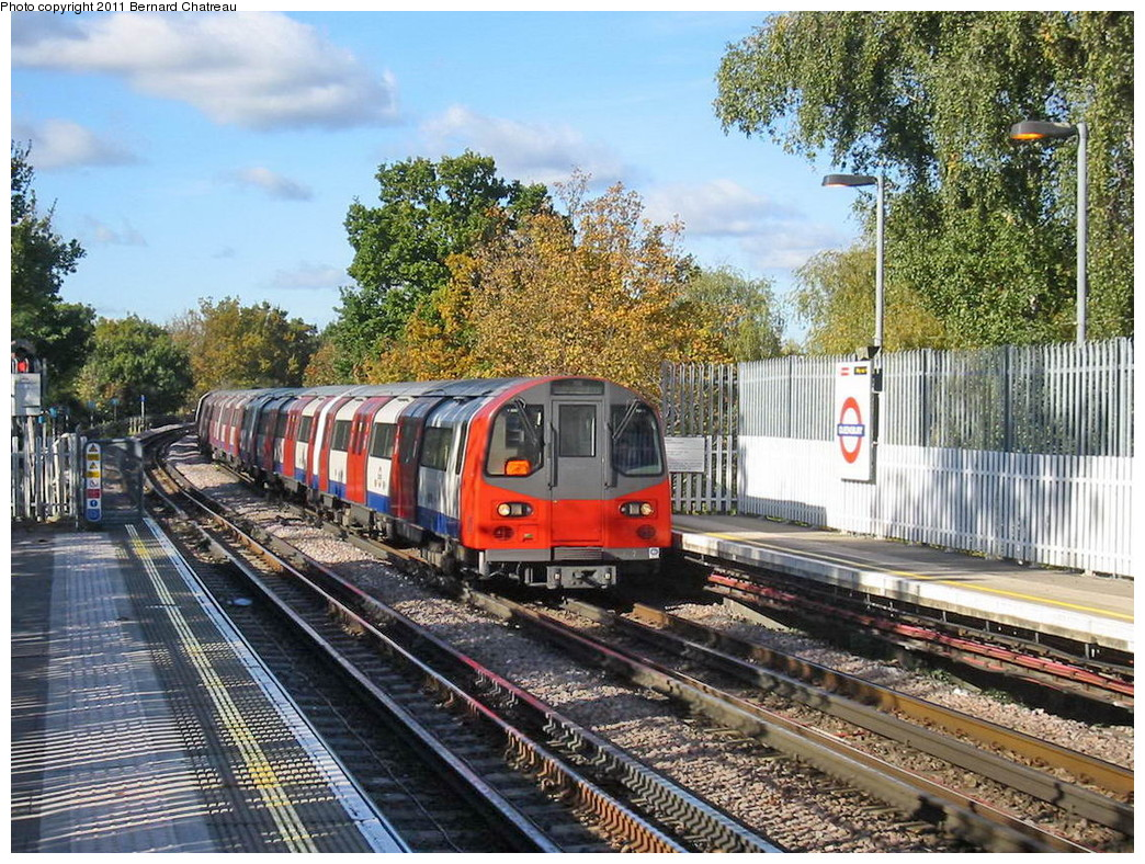 (343k, 1044x788)<br><b>Country:</b> United Kingdom<br><b>City:</b> London<br><b>System:</b> London Underground<br><b>Line:</b> Jubilee<br><b>Location:</b> Queensbury<br><b>Car:</b> 1996 Tube Stock 96039 <br><b>Photo by:</b> Bernard Chatreau<br><b>Date:</b> 10/30/2007<br><b>Viewed (this week/total):</b> 0 / 368