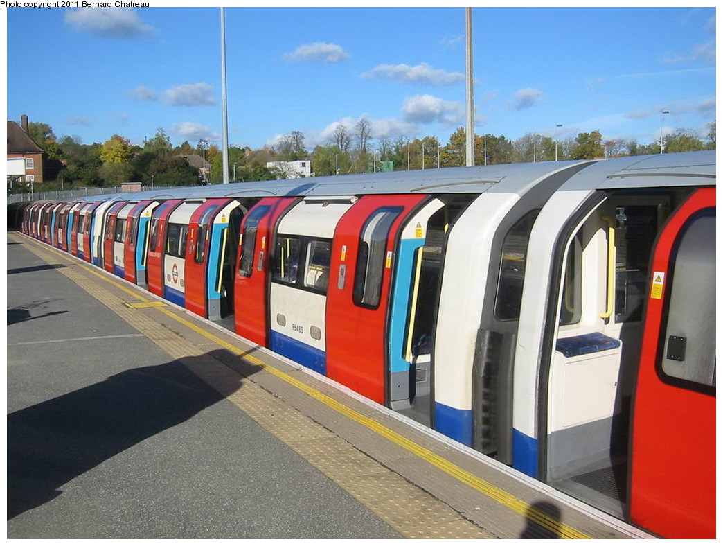 (223k, 1044x788)<br><b>Country:</b> United Kingdom<br><b>City:</b> London<br><b>System:</b> London Underground<br><b>Line:</b> Jubilee<br><b>Location:</b> Stanmore<br><b>Car:</b> 1996 Tube Stock 96483 <br><b>Photo by:</b> Bernard Chatreau<br><b>Date:</b> 10/30/2007<br><b>Viewed (this week/total):</b> 0 / 599