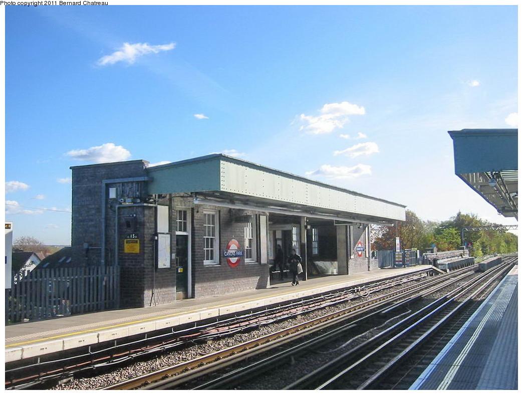 (218k, 1044x788)<br><b>Country:</b> United Kingdom<br><b>City:</b> London<br><b>System:</b> London Underground<br><b>Line:</b> Jubilee<br><b>Location:</b> Canons Park<br><b>Photo by:</b> Bernard Chatreau<br><b>Date:</b> 10/30/2007<br><b>Viewed (this week/total):</b> 1 / 461