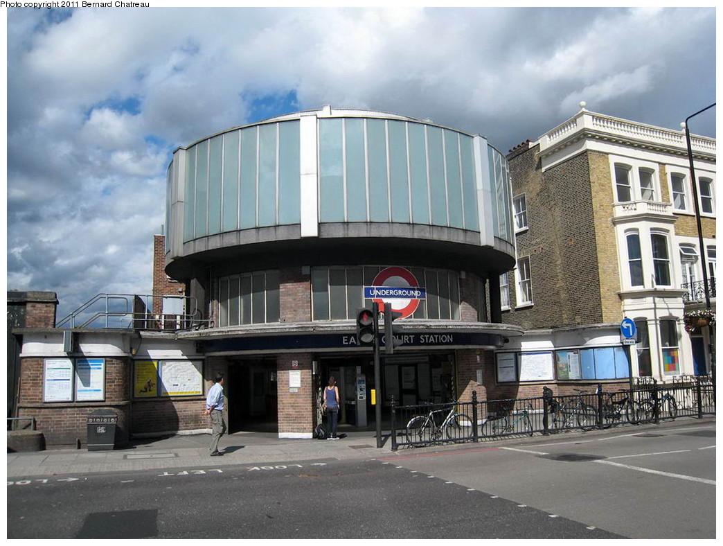 (229k, 1044x788)<br><b>Country:</b> United Kingdom<br><b>City:</b> London<br><b>System:</b> London Underground<br><b>Line:</b> District<br><b>Location:</b> Earl's Court <br><b>Photo by:</b> Bernard Chatreau<br><b>Date:</b> 7/12/2008<br><b>Viewed (this week/total):</b> 2 / 410