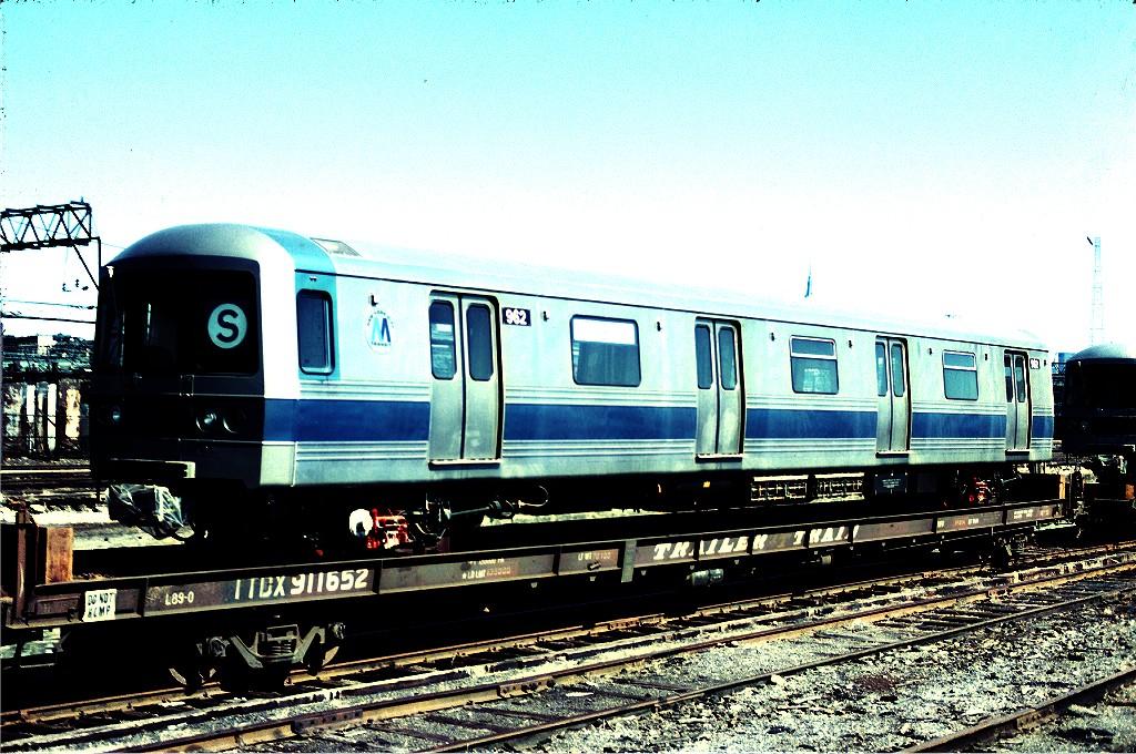 (257k, 1024x680)<br><b>Country:</b> United States<br><b>City:</b> Hoboken, NJ<br><b>System:</b> New York City Transit<br><b>Location:</b> Hoboken Yard <br><b>Car:</b> R-46 (Pullman-Standard, 1974-75) 962 <br><b>Photo by:</b> Ed McKernan<br><b>Collection of:</b> Joe Testagrose<br><b>Date:</b> 3/17/1977<br><b>Viewed (this week/total):</b> 3 / 566
