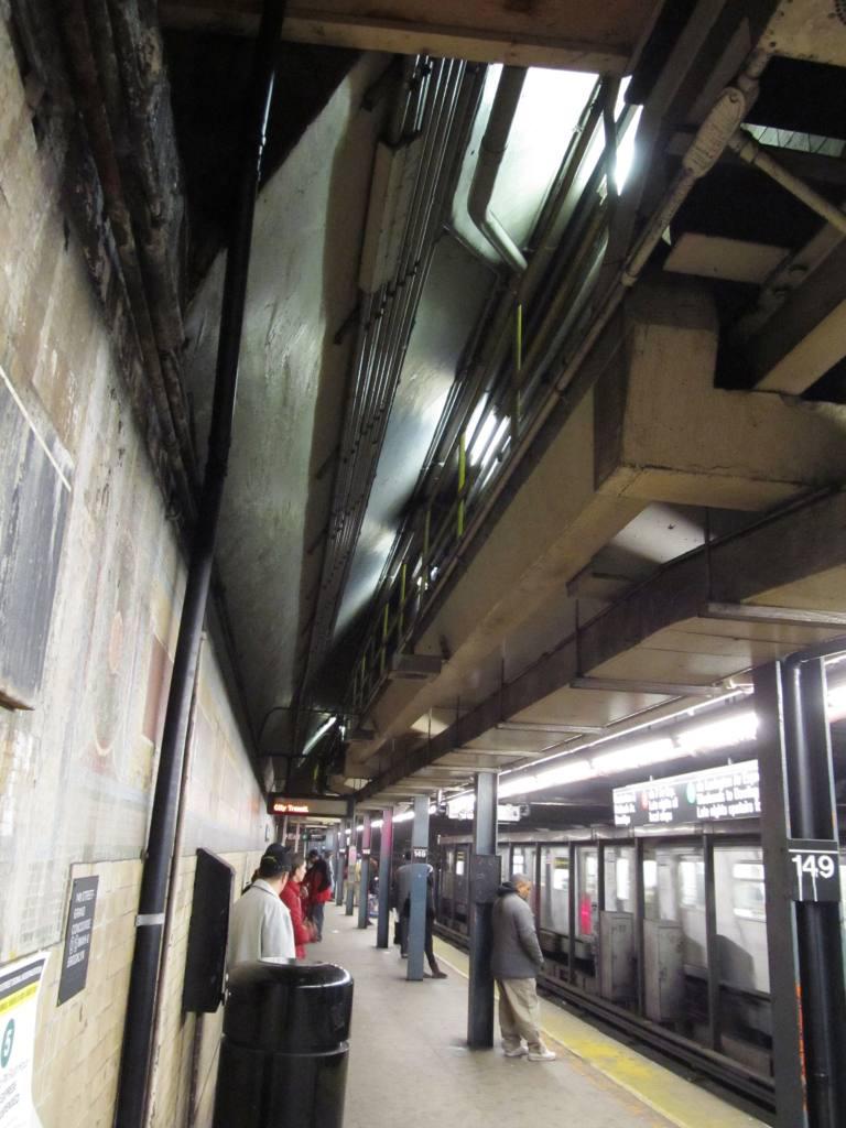 (110k, 768x1024)<br><b>Country:</b> United States<br><b>City:</b> New York<br><b>System:</b> New York City Transit<br><b>Line:</b> IRT White Plains Road Line<br><b>Location:</b> 149th Street/Grand Concourse (Mott Avenue) <br><b>Photo by:</b> Robbie Rosenfeld<br><b>Date:</b> 3/30/2011<br><b>Notes:</b> View of overhead passage.<br><b>Viewed (this week/total):</b> 0 / 1550