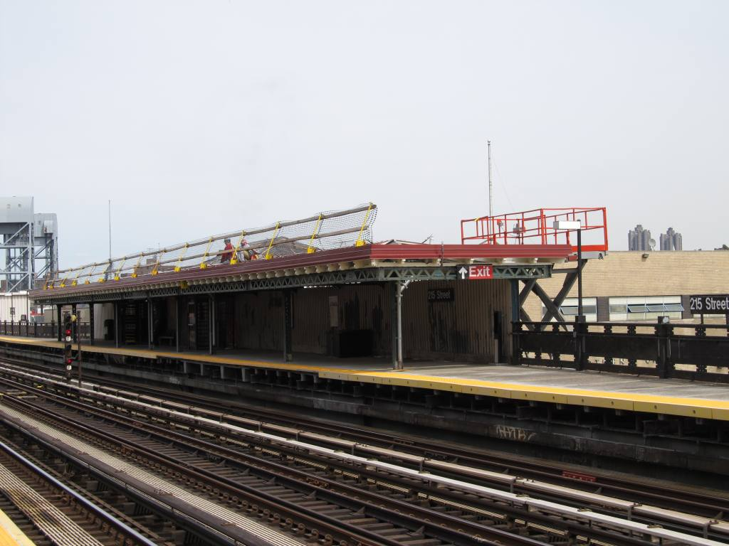 (104k, 1024x768)<br><b>Country:</b> United States<br><b>City:</b> New York<br><b>System:</b> New York City Transit<br><b>Line:</b> IRT West Side Line<br><b>Location:</b> 215th Street <br><b>Photo by:</b> Robbie Rosenfeld<br><b>Date:</b> 3/30/2011<br><b>Notes:</b> Station renovation.<br><b>Viewed (this week/total):</b> 0 / 1402