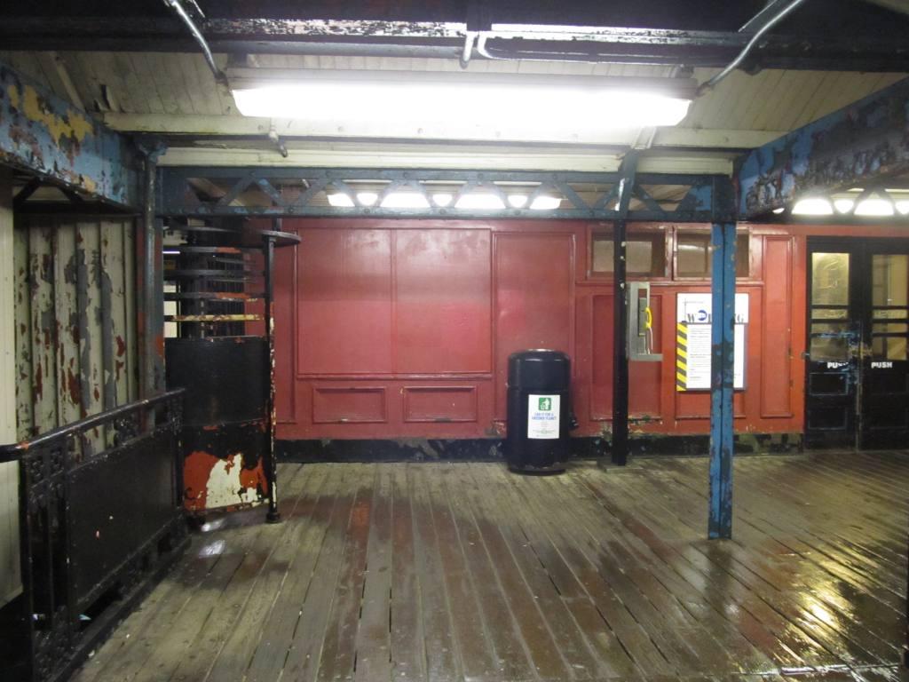 (107k, 1024x768)<br><b>Country:</b> United States<br><b>City:</b> New York<br><b>System:</b> New York City Transit<br><b>Line:</b> IRT West Side Line<br><b>Location:</b> 242nd Street/Van Cortlandt Park <br><b>Photo by:</b> Robbie Rosenfeld<br><b>Date:</b> 3/10/2011<br><b>Notes:</b> Mezzanine.<br><b>Viewed (this week/total):</b> 0 / 1478