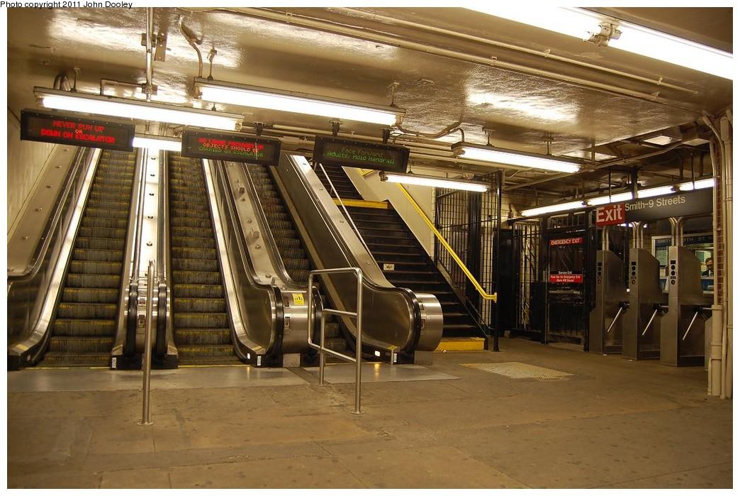 (253k, 1044x699)<br><b>Country:</b> United States<br><b>City:</b> New York<br><b>System:</b> New York City Transit<br><b>Line:</b> IND Crosstown Line<br><b>Location:</b> Smith/9th Street <br><b>Photo by:</b> John Dooley<br><b>Date:</b> 12/4/2010<br><b>Notes:</b> Mezzanine<br><b>Viewed (this week/total):</b> 3 / 1444