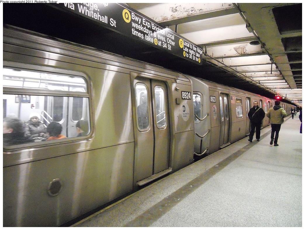 (286k, 1044x788)<br><b>Country:</b> United States<br><b>City:</b> New York<br><b>System:</b> New York City Transit<br><b>Line:</b> BMT Broadway Line<br><b>Location:</b> 49th Street <br><b>Car:</b> R-160B (Kawasaki, 2005-2008)  8924 <br><b>Photo by:</b> Roberto C. Tobar<br><b>Date:</b> 3/2/2011<br><b>Viewed (this week/total):</b> 0 / 1783