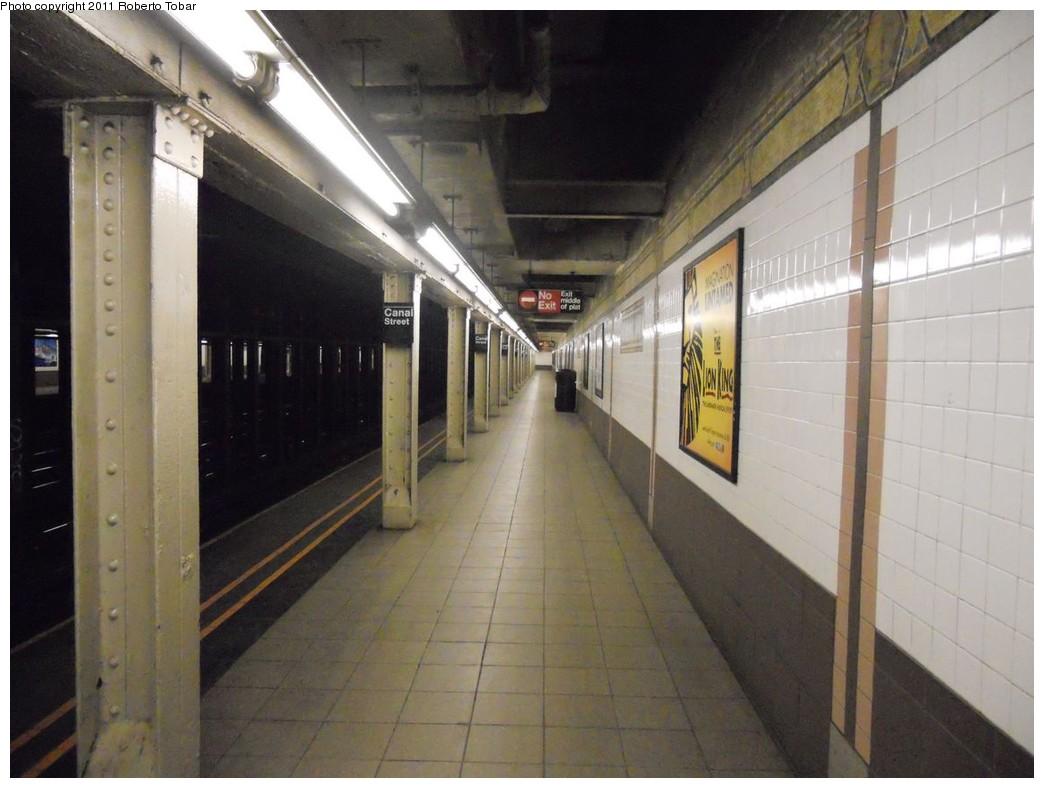 (208k, 1044x788)<br><b>Country:</b> United States<br><b>City:</b> New York<br><b>System:</b> New York City Transit<br><b>Line:</b> IRT West Side Line<br><b>Location:</b> Canal Street <br><b>Photo by:</b> Roberto C. Tobar<br><b>Date:</b> 3/2/2011<br><b>Notes:</b> Platform view.<br><b>Viewed (this week/total):</b> 5 / 1104