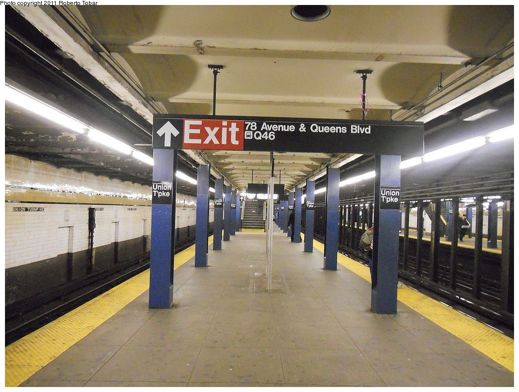 (283k, 1044x788)<br><b>Country:</b> United States<br><b>City:</b> New York<br><b>System:</b> New York City Transit<br><b>Line:</b> IND Queens Boulevard Line<br><b>Location:</b> Union Turnpike/Kew Gardens <br><b>Photo by:</b> Roberto C. Tobar<br><b>Date:</b> 3/25/2011<br><b>Notes:</b> Platform view.<br><b>Viewed (this week/total):</b> 0 / 1122