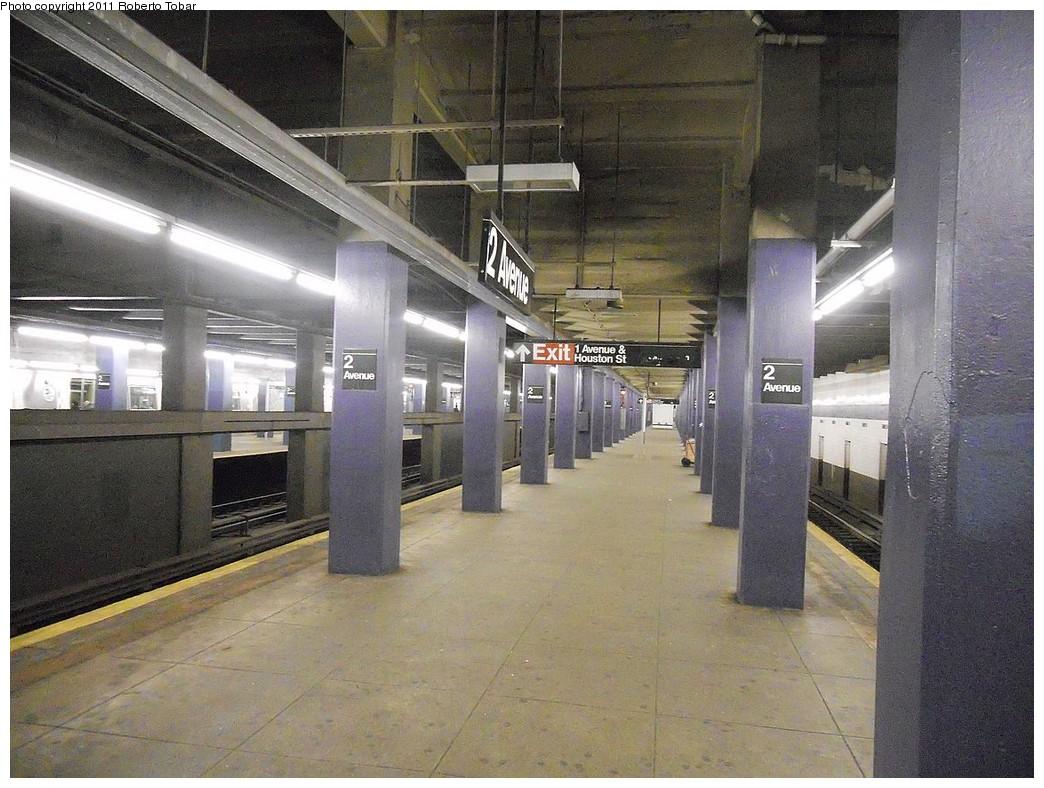 (278k, 1044x788)<br><b>Country:</b> United States<br><b>City:</b> New York<br><b>System:</b> New York City Transit<br><b>Line:</b> IND 6th Avenue Line<br><b>Location:</b> 2nd Avenue <br><b>Photo by:</b> Roberto C. Tobar<br><b>Date:</b> 2/13/2011<br><b>Notes:</b> Platform view.<br><b>Viewed (this week/total):</b> 0 / 821