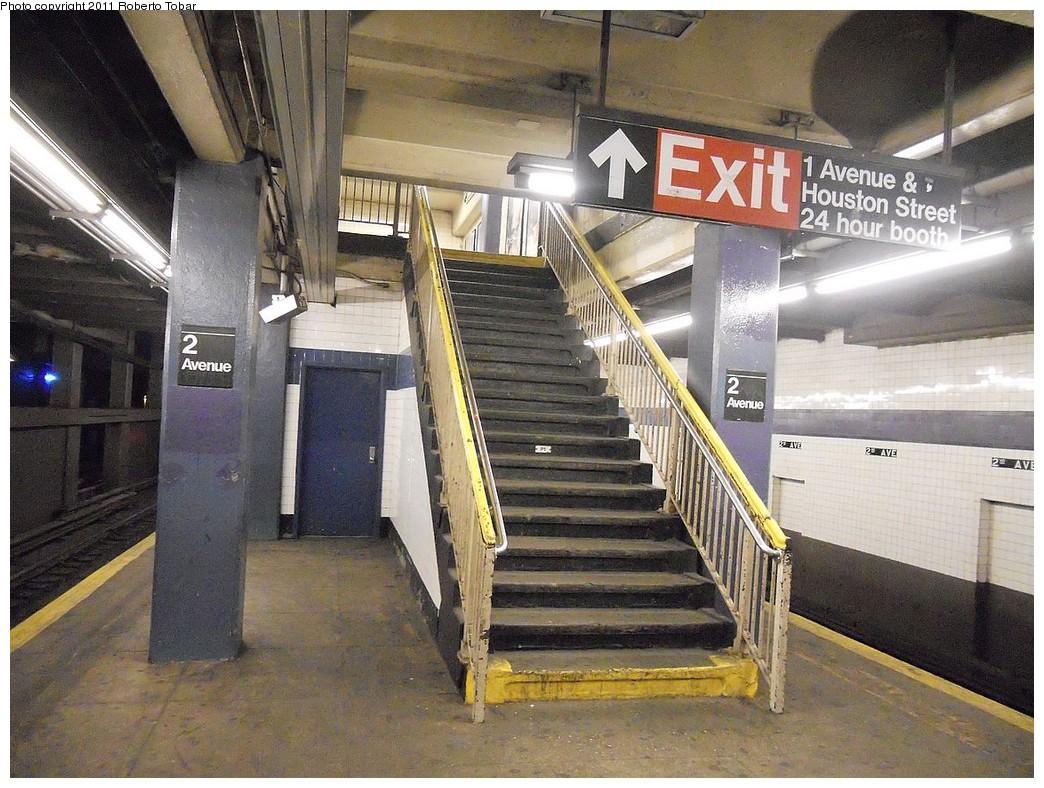 (297k, 1044x788)<br><b>Country:</b> United States<br><b>City:</b> New York<br><b>System:</b> New York City Transit<br><b>Line:</b> IND 6th Avenue Line<br><b>Location:</b> 2nd Avenue <br><b>Photo by:</b> Roberto C. Tobar<br><b>Date:</b> 2/13/2011<br><b>Notes:</b> Exit at 1st Ave end.<br><b>Viewed (this week/total):</b> 1 / 829