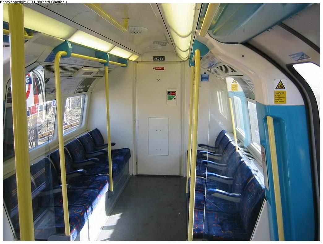 (206k, 1044x788)<br><b>Country:</b> United Kingdom<br><b>City:</b> London<br><b>System:</b> London Underground<br><b>Car:</b> 1996 Tube Stock 96085 <br><b>Photo by:</b> Bernard Chatreau<br><b>Date:</b> 10/30/2007<br><b>Viewed (this week/total):</b> 0 / 482