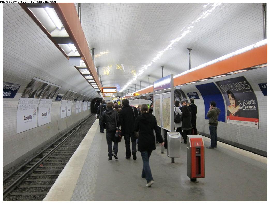 (285k, 1044x788)<br><b>Country:</b> France<br><b>City:</b> Paris<br><b>System:</b> RATP (Régie Autonome des Transports Parisiens)<br><b>Line:</b> Metro Ligne 8<br><b>Location:</b> La Motte-Picquet-Grenelle<br><b>Photo by:</b> Bernard Chatreau<br><b>Date:</b> 1/28/2010<br><b>Viewed (this week/total):</b> 0 / 402
