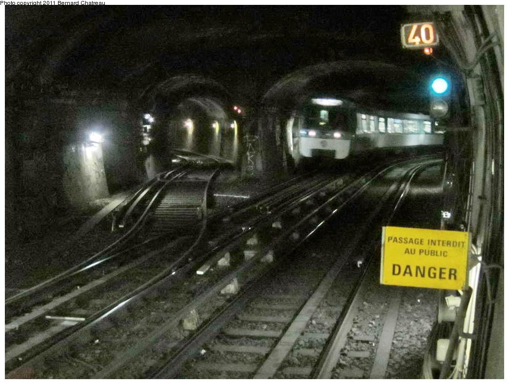 (299k, 1044x788)<br><b>Country:</b> France<br><b>City:</b> Paris<br><b>System:</b> RATP (Régie Autonome des Transports Parisiens)<br><b>Line:</b> Metro Ligne 8<br><b>Location:</b> La Tour-Maubourg<br><b>Photo by:</b> Bernard Chatreau<br><b>Date:</b> 1/28/2010<br><b>Viewed (this week/total):</b> 0 / 560