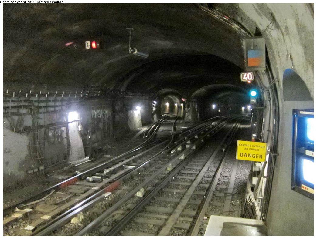 (328k, 1044x788)<br><b>Country:</b> France<br><b>City:</b> Paris<br><b>System:</b> RATP (Régie Autonome des Transports Parisiens)<br><b>Line:</b> Metro Ligne 8<br><b>Location:</b> La Tour-Maubourg<br><b>Photo by:</b> Bernard Chatreau<br><b>Date:</b> 1/28/2010<br><b>Viewed (this week/total):</b> 0 / 519