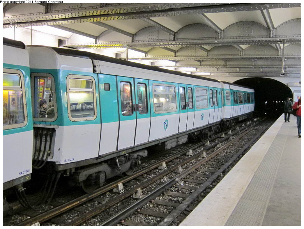 (336k, 1044x787)<br><b>Country:</b> France<br><b>City:</b> Paris<br><b>System:</b> RATP (Régie Autonome des Transports Parisiens)<br><b>Line:</b> Metro Ligne 8<br><b>Location:</b> Ecole Militaire<br><b>Car:</b> MF77 32279 <br><b>Photo by:</b> Bernard Chatreau<br><b>Date:</b> 1/28/2010<br><b>Viewed (this week/total):</b> 0 / 391