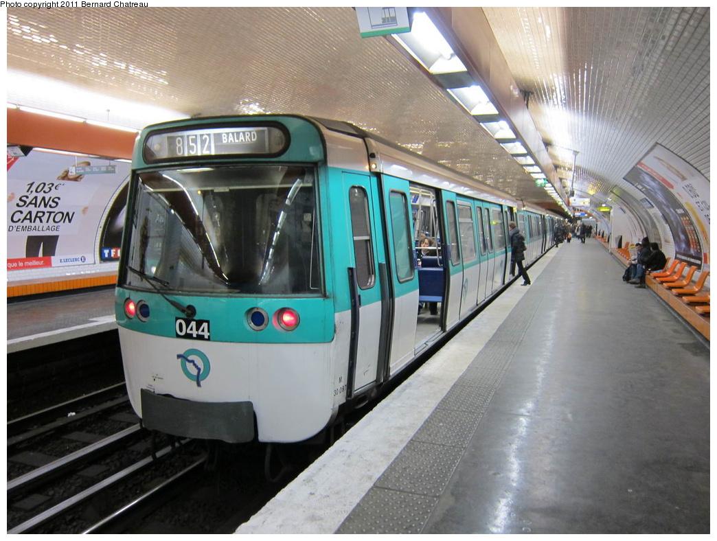 (316k, 1044x788)<br><b>Country:</b> France<br><b>City:</b> Paris<br><b>System:</b> RATP (Régie Autonome des Transports Parisiens)<br><b>Line:</b> Metro Ligne 8<br><b>Location:</b> Boucicaut<br><b>Car:</b> MF77 30087 <br><b>Photo by:</b> Bernard Chatreau<br><b>Date:</b> 1/28/2010<br><b>Viewed (this week/total):</b> 0 / 365