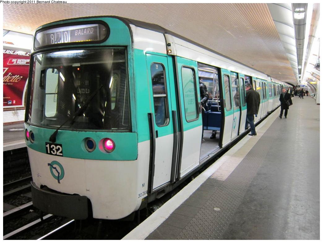 (300k, 1044x788)<br><b>Country:</b> France<br><b>City:</b> Paris<br><b>System:</b> RATP (Régie Autonome des Transports Parisiens)<br><b>Line:</b> Metro Ligne 8<br><b>Location:</b> Félix Faure<br><b>Car:</b> MF77 30264 <br><b>Photo by:</b> Bernard Chatreau<br><b>Date:</b> 1/28/2010<br><b>Viewed (this week/total):</b> 0 / 372