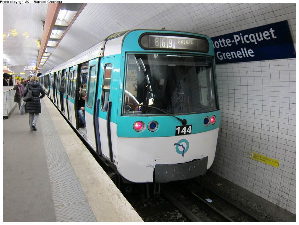 (296k, 1044x788)<br><b>Country:</b> France<br><b>City:</b> Paris<br><b>System:</b> RATP (Régie Autonome des Transports Parisiens)<br><b>Line:</b> Metro Ligne 8<br><b>Location:</b> La Motte-Picquet-Grenelle<br><b>Car:</b> MF77 30288 <br><b>Photo by:</b> Bernard Chatreau<br><b>Date:</b> 1/28/2010<br><b>Viewed (this week/total):</b> 0 / 421