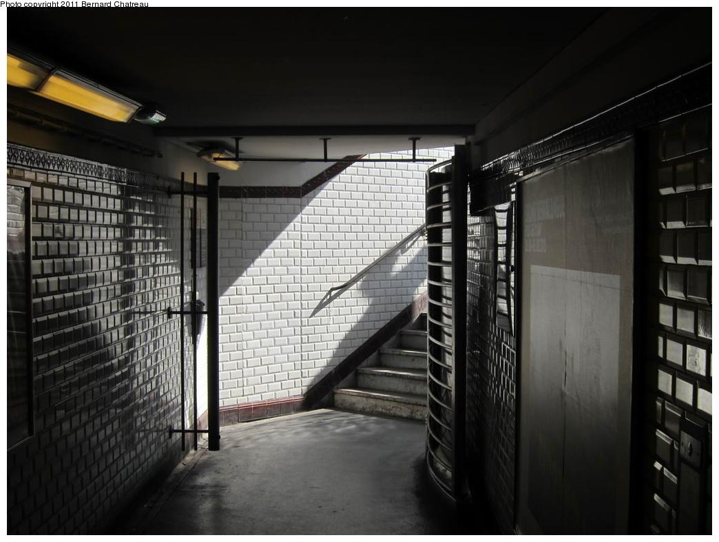 (250k, 1044x788)<br><b>Country:</b> France<br><b>City:</b> Paris<br><b>System:</b> RATP (Régie Autonome des Transports Parisiens)<br><b>Line:</b> Metro Ligne 9<br><b>Location:</b> Billancourt <br><b>Photo by:</b> Bernard Chatreau<br><b>Date:</b> 6/30/2010<br><b>Viewed (this week/total):</b> 0 / 387