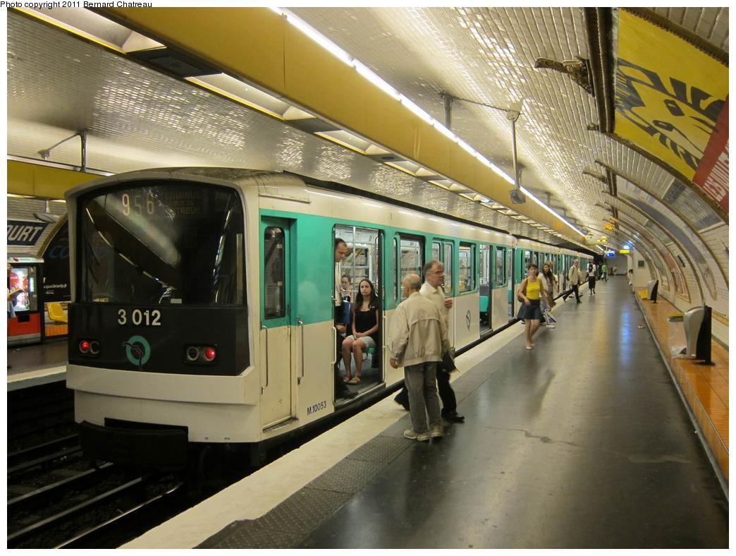 (331k, 1044x788)<br><b>Country:</b> France<br><b>City:</b> Paris<br><b>System:</b> RATP (Régie Autonome des Transports Parisiens)<br><b>Line:</b> Metro Ligne 9<br><b>Location:</b> Billancourt <br><b>Car:</b> MF67 10053 <br><b>Photo by:</b> Bernard Chatreau<br><b>Date:</b> 6/30/2010<br><b>Viewed (this week/total):</b> 0 / 459