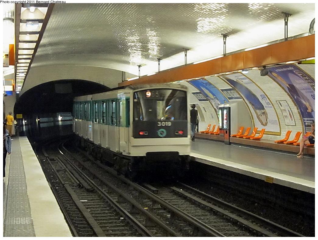 (329k, 1044x787)<br><b>Country:</b> France<br><b>City:</b> Paris<br><b>System:</b> RATP (Régie Autonome des Transports Parisiens)<br><b>Line:</b> Metro Ligne 9<br><b>Location:</b> Michel-Ange-Auteuil <br><b>Car:</b> MF67 10060 <br><b>Photo by:</b> Bernard Chatreau<br><b>Date:</b> 6/30/2010<br><b>Viewed (this week/total):</b> 0 / 441