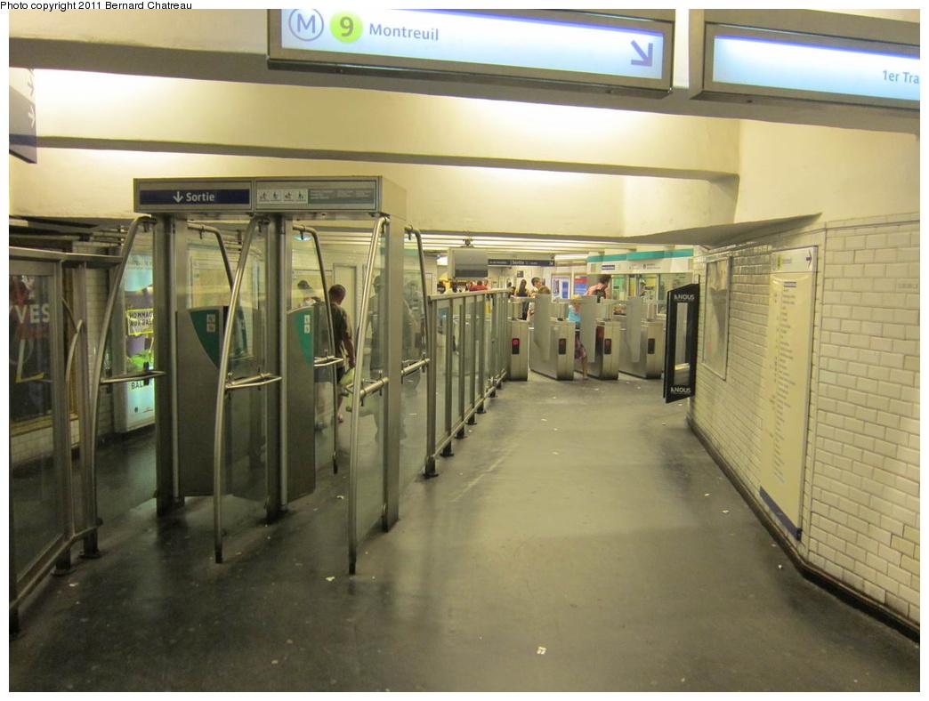 (263k, 1044x788)<br><b>Country:</b> France<br><b>City:</b> Paris<br><b>System:</b> RATP (Régie Autonome des Transports Parisiens)<br><b>Line:</b> Metro Ligne 9<br><b>Location:</b> Porte de Saint-Cloud <br><b>Photo by:</b> Bernard Chatreau<br><b>Date:</b> 6/30/2010<br><b>Viewed (this week/total):</b> 0 / 441