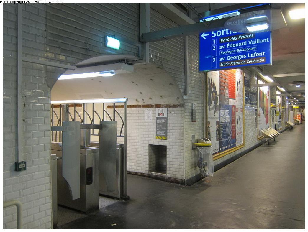(294k, 1044x787)<br><b>Country:</b> France<br><b>City:</b> Paris<br><b>System:</b> RATP (Régie Autonome des Transports Parisiens)<br><b>Line:</b> Metro Ligne 9<br><b>Location:</b> Porte de Saint-Cloud <br><b>Photo by:</b> Bernard Chatreau<br><b>Date:</b> 6/30/2010<br><b>Viewed (this week/total):</b> 0 / 330