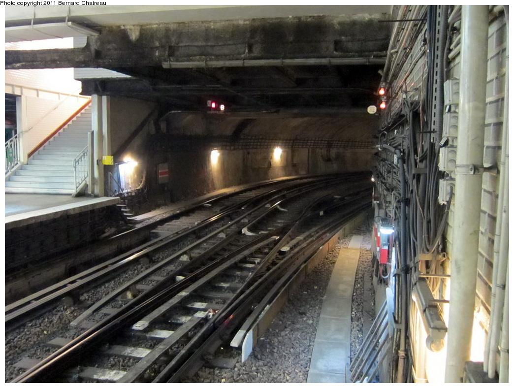 (312k, 1044x788)<br><b>Country:</b> France<br><b>City:</b> Paris<br><b>System:</b> RATP (Régie Autonome des Transports Parisiens)<br><b>Line:</b> Metro Ligne 9<br><b>Location:</b> Porte de Saint-Cloud <br><b>Photo by:</b> Bernard Chatreau<br><b>Date:</b> 6/30/2010<br><b>Viewed (this week/total):</b> 0 / 447
