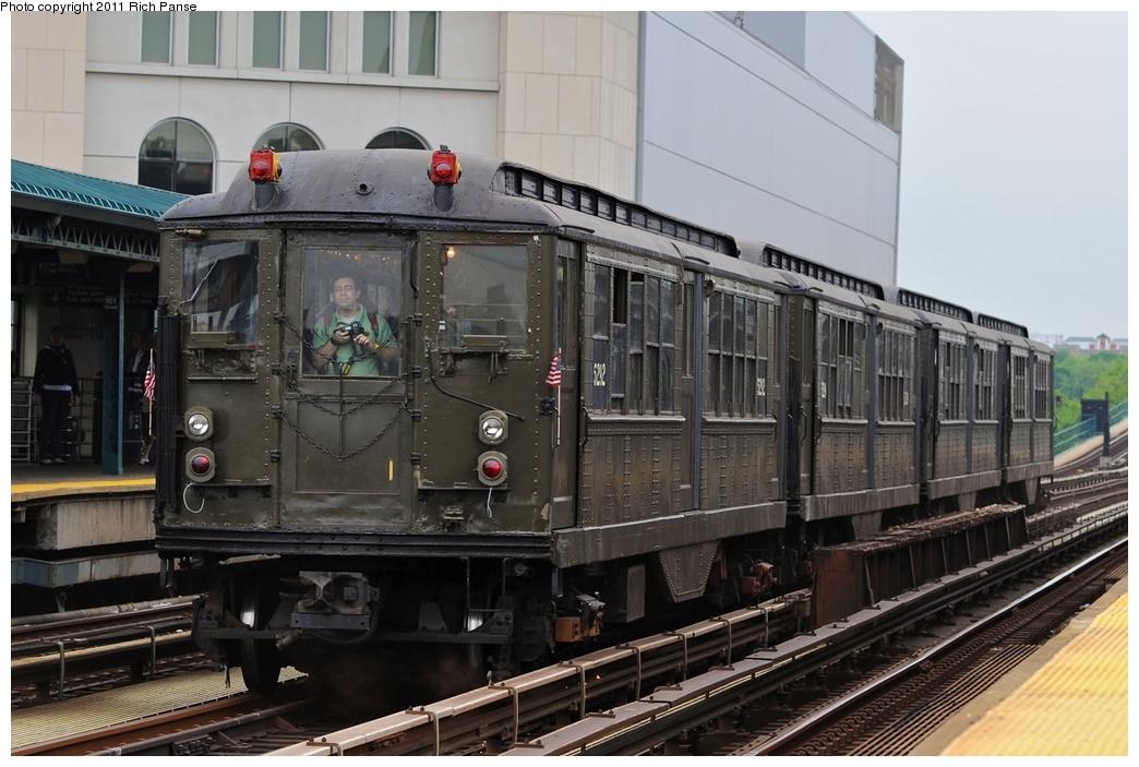 (257k, 1044x703)<br><b>Country:</b> United States<br><b>City:</b> New York<br><b>System:</b> New York City Transit<br><b>Line:</b> IRT Woodlawn Line<br><b>Location:</b> 161st Street/River Avenue (Yankee Stadium) <br><b>Route:</b> Transit Museum Nostalgia Train<br><b>Car:</b> Low-V (Museum Train) 5292 <br><b>Photo by:</b> Richard Panse<br><b>Date:</b> 5/22/2011<br><b>Viewed (this week/total):</b> 0 / 878