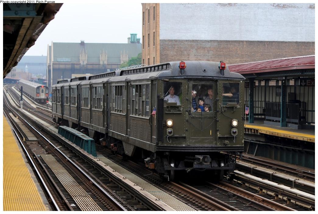 (293k, 1044x703)<br><b>Country:</b> United States<br><b>City:</b> New York<br><b>System:</b> New York City Transit<br><b>Line:</b> IRT Woodlawn Line<br><b>Location:</b> 183rd Street <br><b>Route:</b> Transit Museum Nostalgia Train<br><b>Car:</b> Low-V (Museum Train) 5292 <br><b>Photo by:</b> Richard Panse<br><b>Date:</b> 5/22/2011<br><b>Viewed (this week/total):</b> 0 / 990