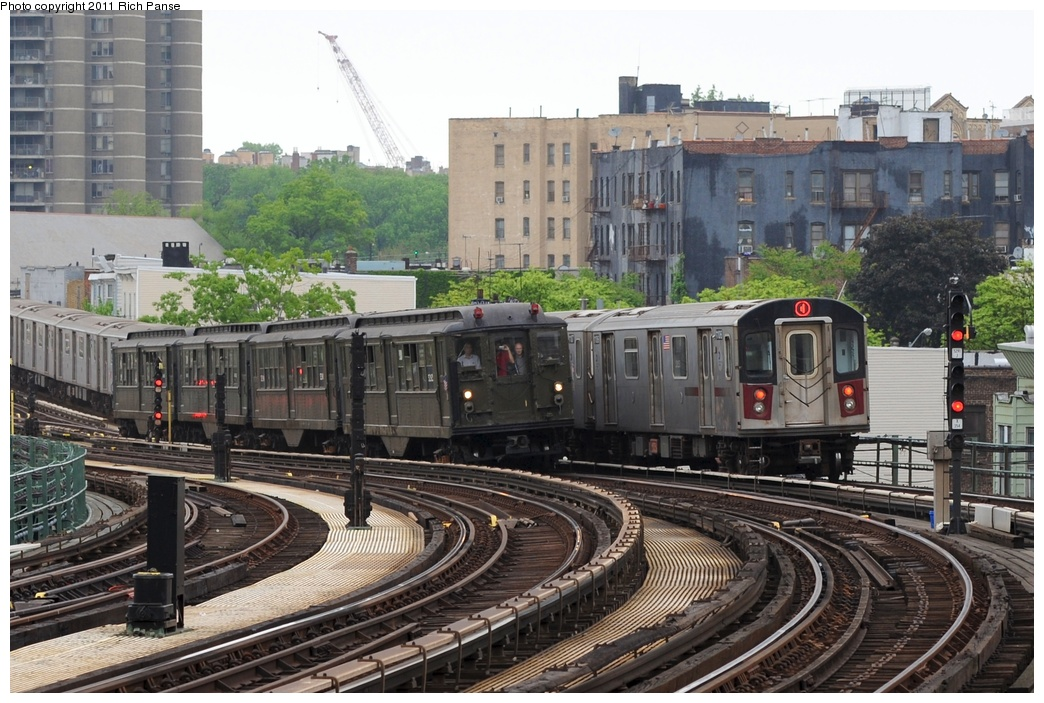 (307k, 1044x703)<br><b>Country:</b> United States<br><b>City:</b> New York<br><b>System:</b> New York City Transit<br><b>Line:</b> IRT Woodlawn Line<br><b>Location:</b> Bedford Park Boulevard <br><b>Route:</b> Transit Museum Nostalgia Train<br><b>Car:</b> Low-V (Museum Train) 5292 <br><b>Photo by:</b> Richard Panse<br><b>Date:</b> 5/22/2011<br><b>Viewed (this week/total):</b> 1 / 1038