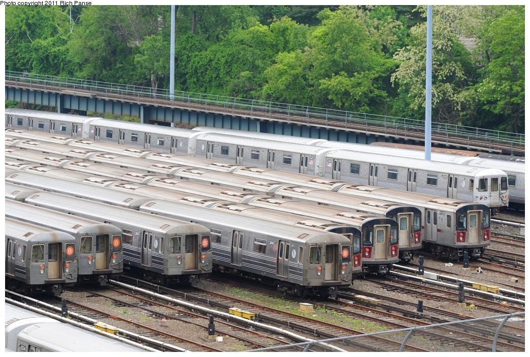 (379k, 1044x703)<br><b>Country:</b> United States<br><b>City:</b> New York<br><b>System:</b> New York City Transit<br><b>Location:</b> Concourse Yard<br><b>Car:</b> R-68A (Kawasaki, 1988-1989)   <br><b>Photo by:</b> Richard Panse<br><b>Date:</b> 5/22/2011<br><b>Viewed (this week/total):</b> 1 / 1449