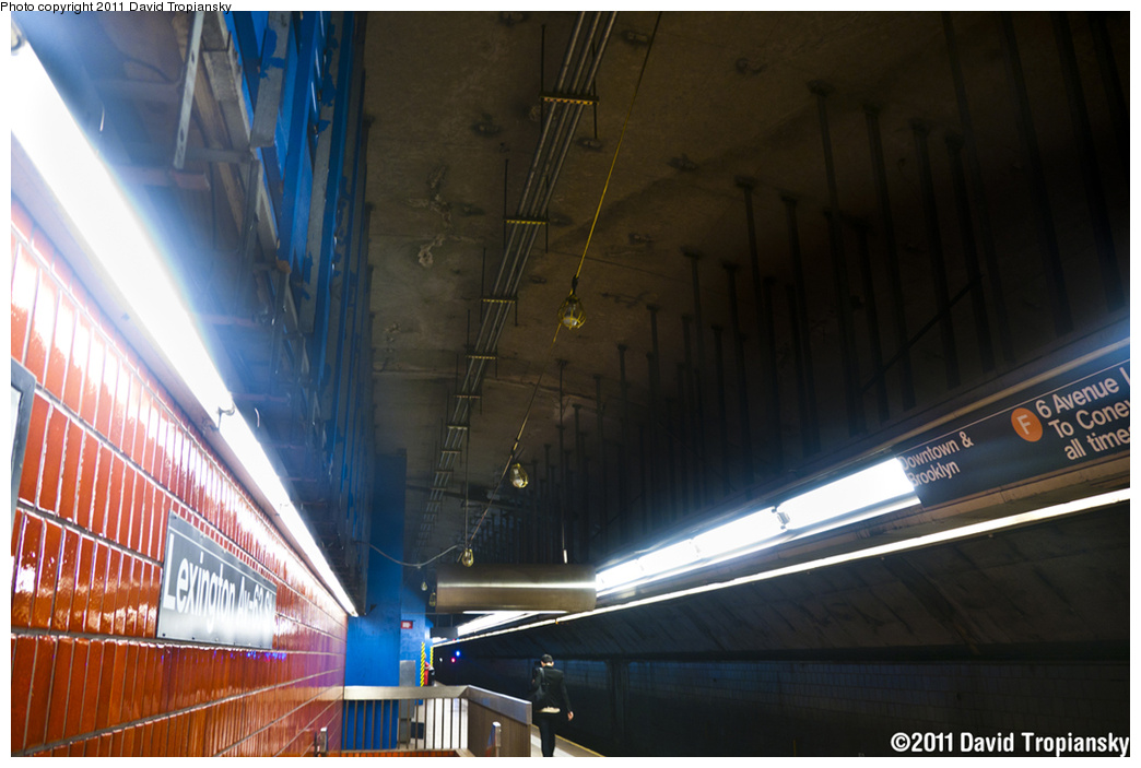 (310k, 1044x703)<br><b>Country:</b> United States<br><b>City:</b> New York<br><b>System:</b> New York City Transit<br><b>Line:</b> IND 63rd Street<br><b>Location:</b> Lexington Avenue-63rd Street <br><b>Photo by:</b> David Tropiansky<br><b>Date:</b> 6/10/2011<br><b>Notes:</b> Construction at Lexington Av-63rd St. False ceiling removed on the upper level.<br><b>Viewed (this week/total):</b> 2 / 1756