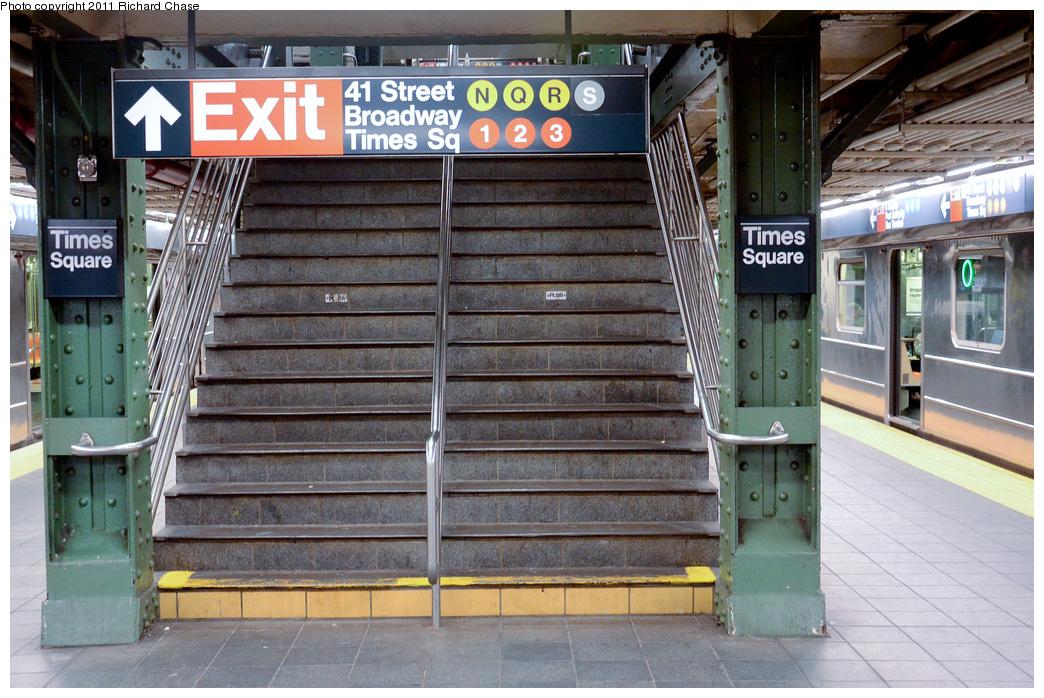 (429k, 1044x698)<br><b>Country:</b> United States<br><b>City:</b> New York<br><b>System:</b> New York City Transit<br><b>Line:</b> IRT Flushing Line<br><b>Location:</b> Times Square <br><b>Photo by:</b> Richard Chase<br><b>Date:</b> 5/23/2011<br><b>Viewed (this week/total):</b> 0 / 1577
