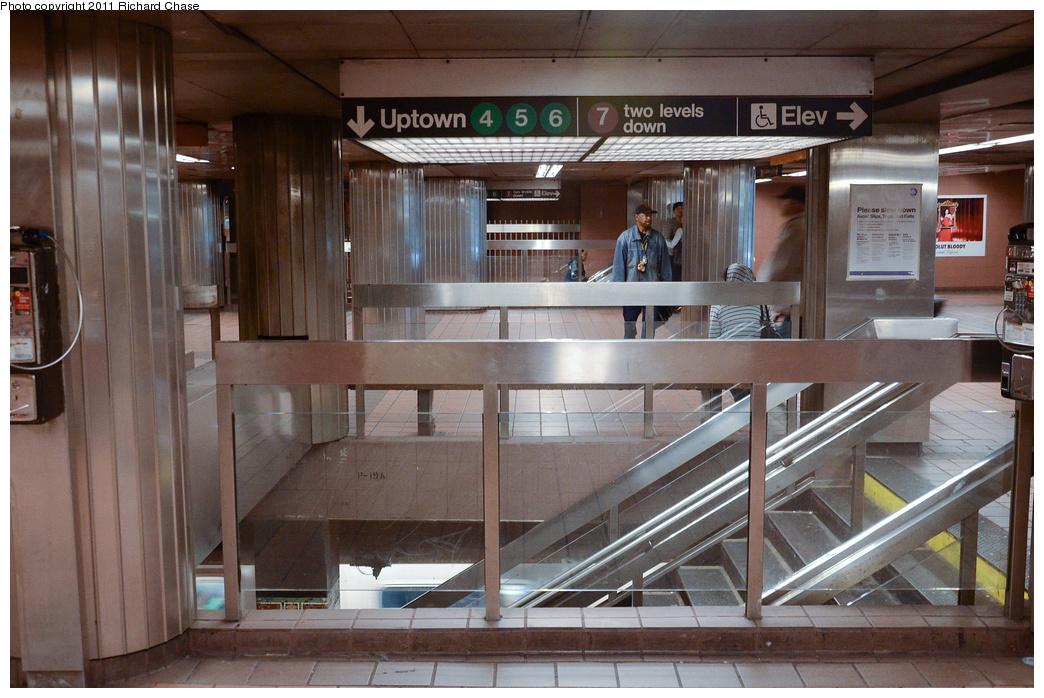 (380k, 1044x698)<br><b>Country:</b> United States<br><b>City:</b> New York<br><b>System:</b> New York City Transit<br><b>Line:</b> IRT East Side Line<br><b>Location:</b> Grand Central <br><b>Photo by:</b> Richard Chase<br><b>Date:</b> 5/23/2011<br><b>Viewed (this week/total):</b> 3 / 1103