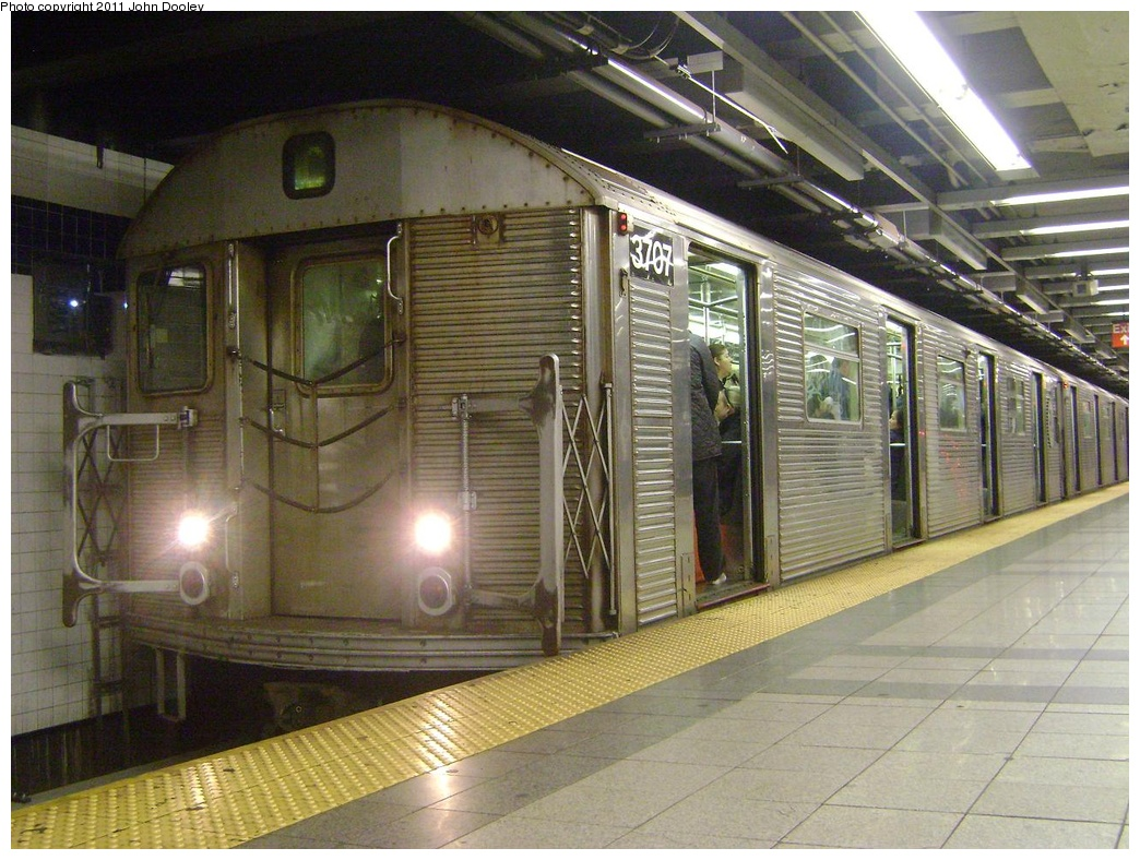 (352k, 1044x788)<br><b>Country:</b> United States<br><b>City:</b> New York<br><b>System:</b> New York City Transit<br><b>Line:</b> IND 8th Avenue Line<br><b>Location:</b> Canal Street-Holland Tunnel <br><b>Route:</b> C<br><b>Car:</b> R-32 (Budd, 1964)  3707 <br><b>Photo by:</b> John Dooley<br><b>Date:</b> 5/4/2011<br><b>Viewed (this week/total):</b> 2 / 1058