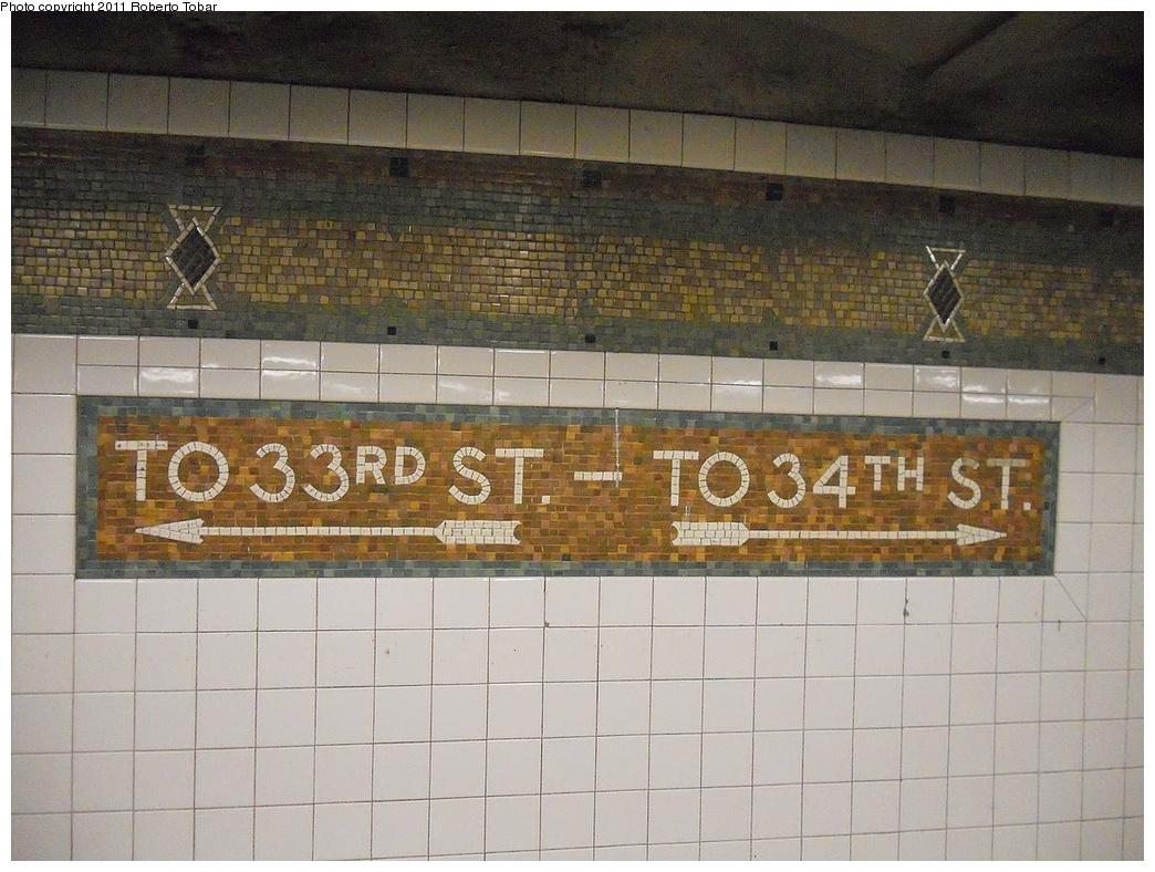 (355k, 1044x788)<br><b>Country:</b> United States<br><b>City:</b> New York<br><b>System:</b> New York City Transit<br><b>Line:</b> IRT West Side Line<br><b>Location:</b> 34th Street/Penn Station <br><b>Photo by:</b> Roberto C. Tobar<br><b>Date:</b> 6/17/2011<br><b>Viewed (this week/total):</b> 0 / 748