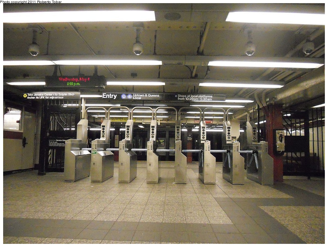 (392k, 1044x788)<br><b>Country:</b> United States<br><b>City:</b> New York<br><b>System:</b> New York City Transit<br><b>Line:</b> IND 8th Avenue Line<br><b>Location:</b> 34th Street/Penn Station <br><b>Photo by:</b> Roberto C. Tobar<br><b>Date:</b> 5/4/2011<br><b>Viewed (this week/total):</b> 0 / 1147