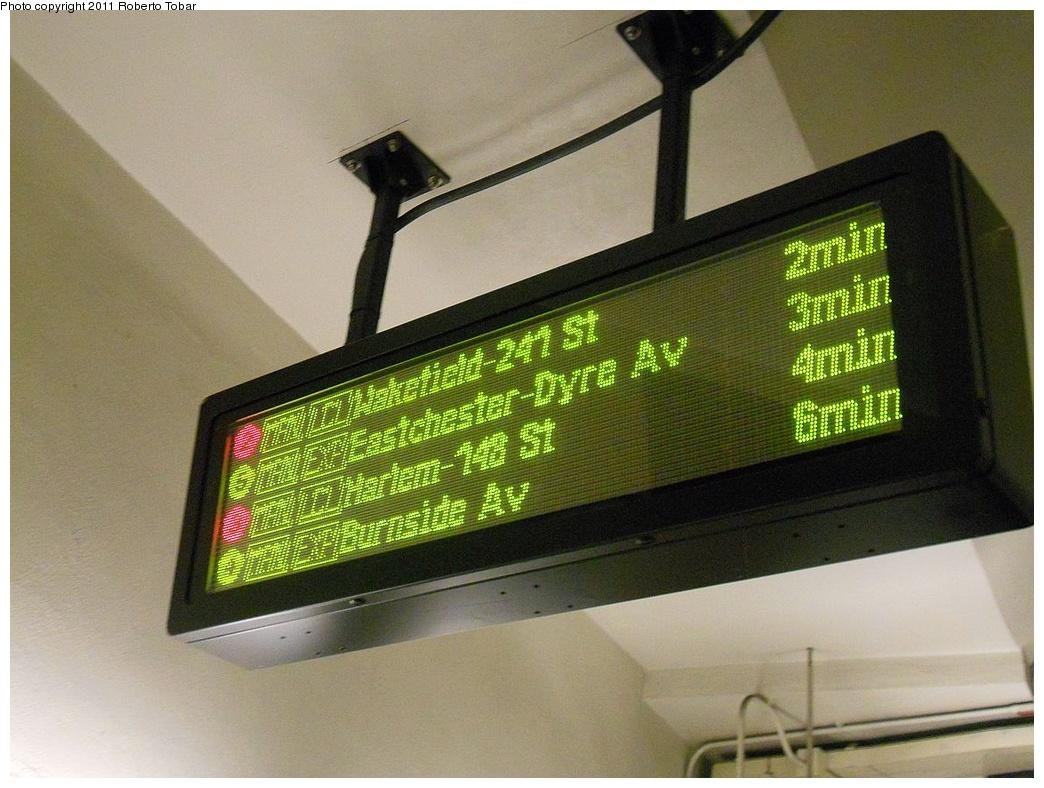 (335k, 1044x788)<br><b>Country:</b> United States<br><b>City:</b> New York<br><b>System:</b> New York City Transit<br><b>Line:</b> IRT Brooklyn Line<br><b>Location:</b> Atlantic Avenue <br><b>Photo by:</b> Roberto C. Tobar<br><b>Date:</b> 5/20/2011<br><b>Notes:</b> New train arrival board.<br><b>Viewed (this week/total):</b> 2 / 1377