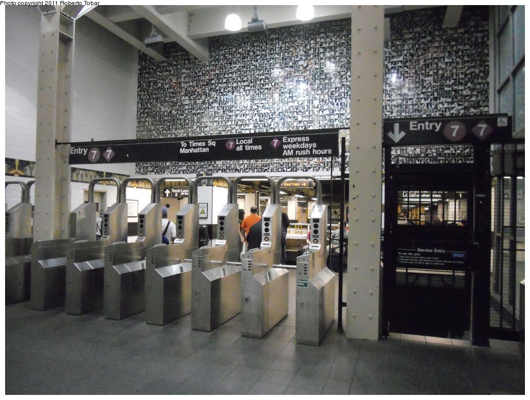 (350k, 1044x788)<br><b>Country:</b> United States<br><b>City:</b> New York<br><b>System:</b> New York City Transit<br><b>Line:</b> IRT Flushing Line<br><b>Location:</b> Main Street/Flushing <br><b>Photo by:</b> Roberto C. Tobar<br><b>Date:</b> 6/4/2011<br><b>Viewed (this week/total):</b> 2 / 1552