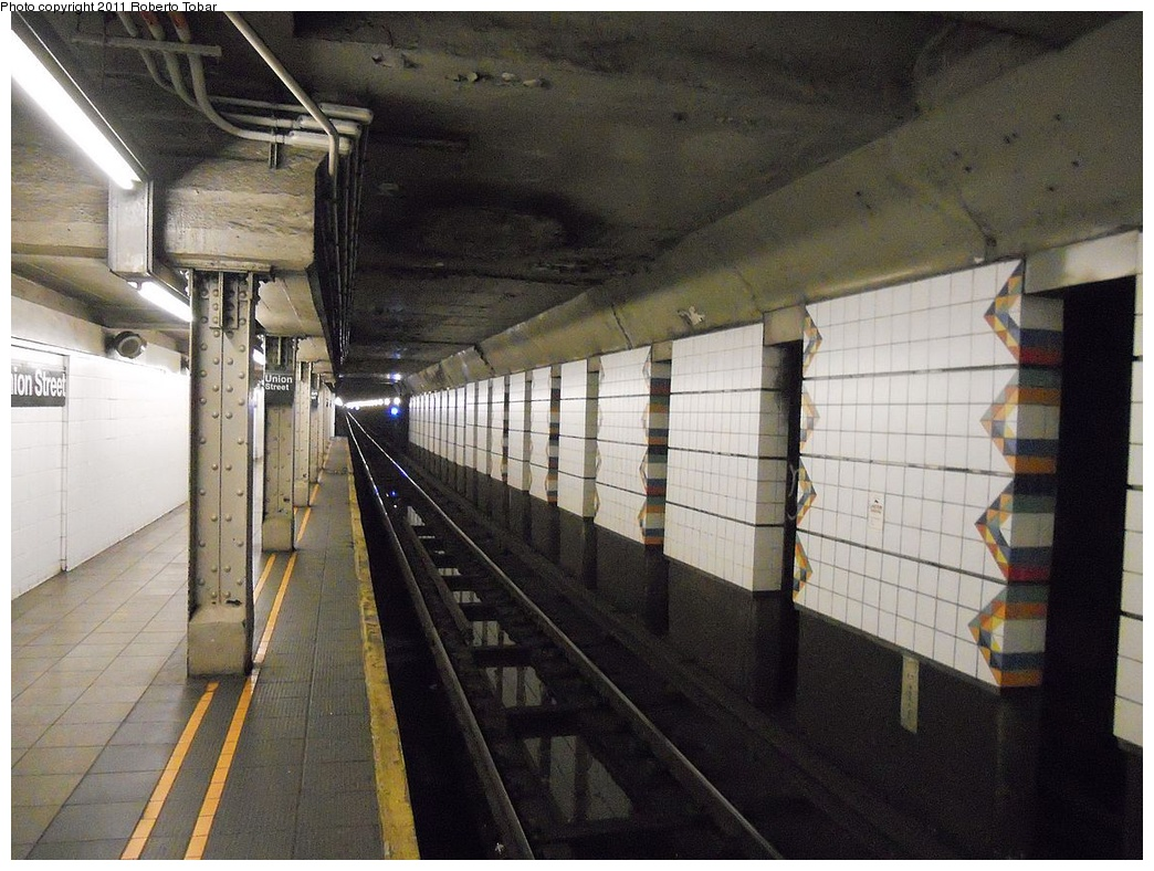 (361k, 1044x788)<br><b>Country:</b> United States<br><b>City:</b> New York<br><b>System:</b> New York City Transit<br><b>Line:</b> BMT 4th Avenue<br><b>Location:</b> Union Street <br><b>Photo by:</b> Roberto C. Tobar<br><b>Date:</b> 5/20/2011<br><b>Viewed (this week/total):</b> 1 / 1165