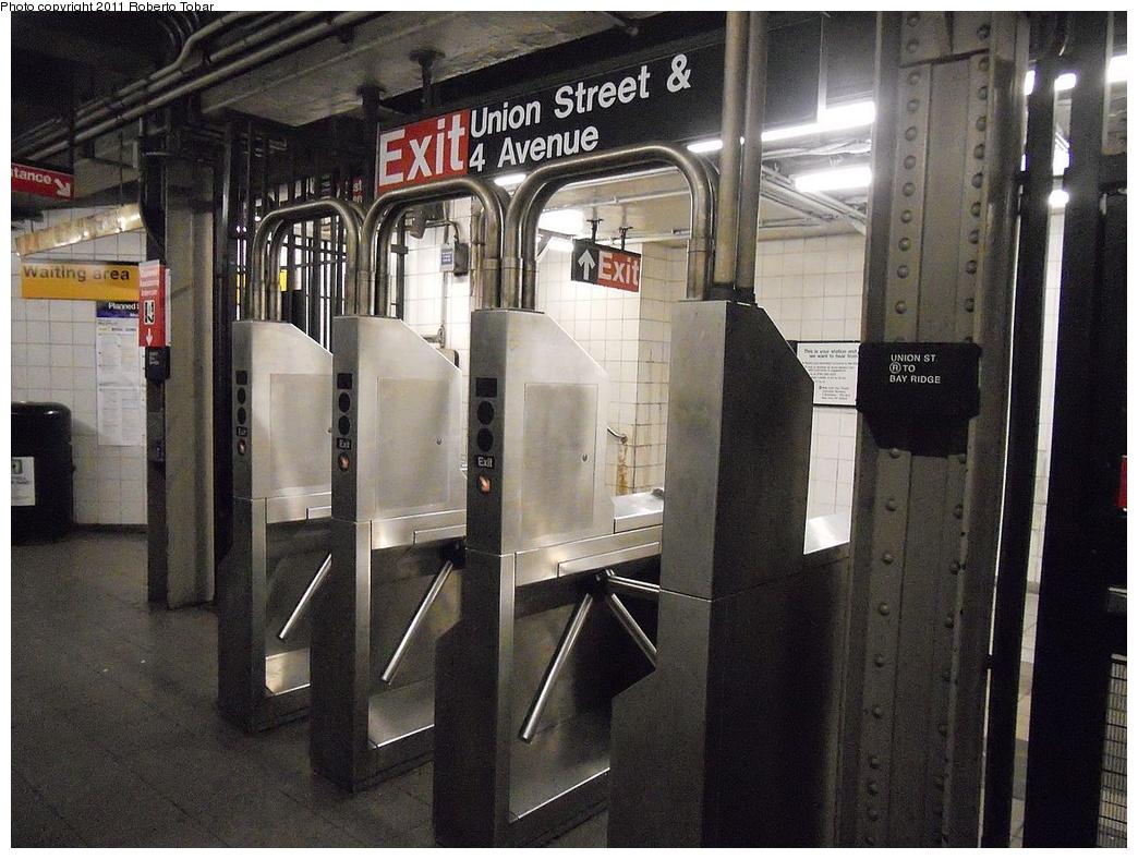 (383k, 1044x788)<br><b>Country:</b> United States<br><b>City:</b> New York<br><b>System:</b> New York City Transit<br><b>Line:</b> BMT 4th Avenue<br><b>Location:</b> Union Street <br><b>Photo by:</b> Roberto C. Tobar<br><b>Date:</b> 5/20/2011<br><b>Viewed (this week/total):</b> 3 / 873