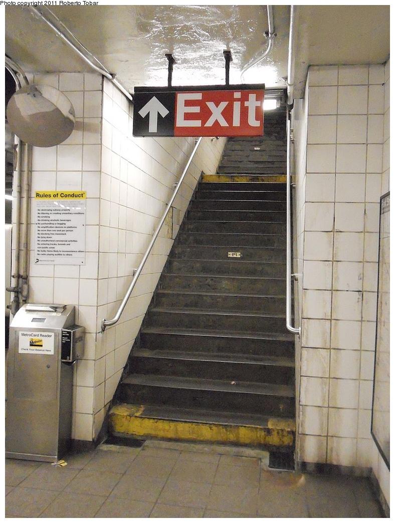 (319k, 788x1044)<br><b>Country:</b> United States<br><b>City:</b> New York<br><b>System:</b> New York City Transit<br><b>Line:</b> BMT 4th Avenue<br><b>Location:</b> Union Street <br><b>Photo by:</b> Roberto C. Tobar<br><b>Date:</b> 5/20/2011<br><b>Viewed (this week/total):</b> 0 / 830