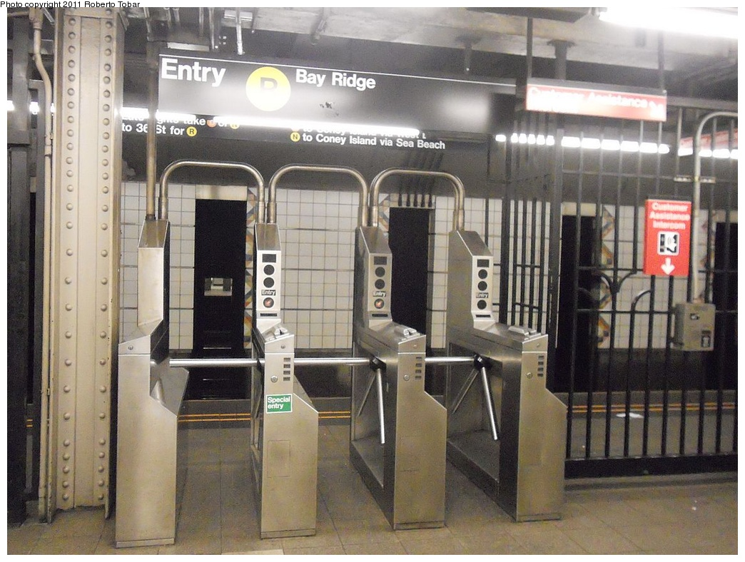 (359k, 1044x788)<br><b>Country:</b> United States<br><b>City:</b> New York<br><b>System:</b> New York City Transit<br><b>Line:</b> BMT 4th Avenue<br><b>Location:</b> Union Street <br><b>Photo by:</b> Roberto C. Tobar<br><b>Date:</b> 5/20/2011<br><b>Viewed (this week/total):</b> 4 / 1228