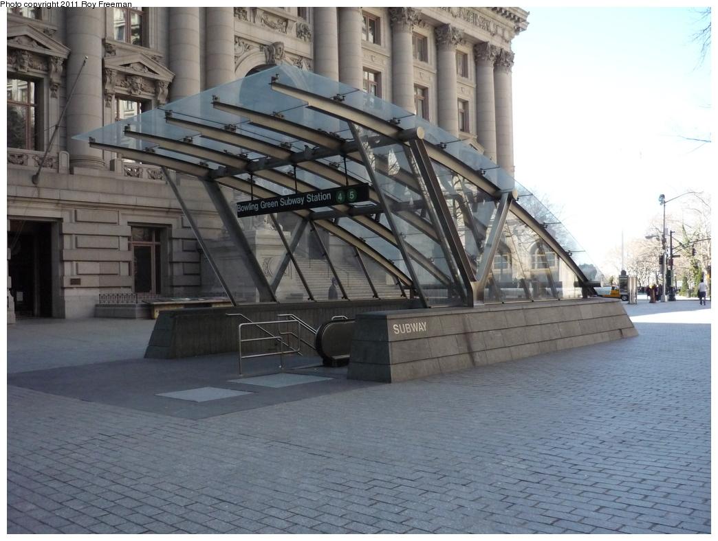 (312k, 1044x788)<br><b>Country:</b> United States<br><b>City:</b> New York<br><b>System:</b> New York City Transit<br><b>Line:</b> IRT East Side Line<br><b>Location:</b> Bowling Green <br><b>Photo by:</b> Roy Freeman<br><b>Date:</b> 4/3/2011<br><b>Notes:</b> Station entrance.<br><b>Viewed (this week/total):</b> 1 / 1432