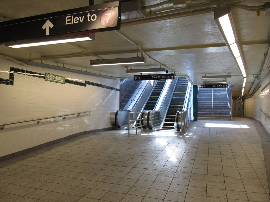 (109k, 1024x768)<br><b>Country:</b> United States<br><b>City:</b> New York<br><b>System:</b> New York City Transit<br><b>Line:</b> IRT Flushing Line<br><b>Location:</b> Court House Square/45th Road <br><b>Photo by:</b> Robbie Rosenfeld<br><b>Date:</b> 6/6/2011<br><b>Notes:</b> New transfer.<br><b>Viewed (this week/total):</b> 0 / 1087