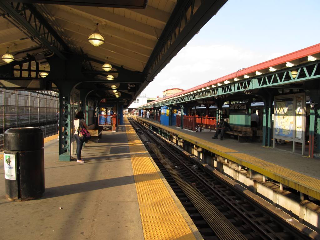 (127k, 1024x768)<br><b>Country:</b> United States<br><b>City:</b> New York<br><b>System:</b> New York City Transit<br><b>Line:</b> IRT White Plains Road Line<br><b>Location:</b> East 180th Street <br><b>Photo by:</b> Robbie Rosenfeld<br><b>Date:</b> 5/24/2011<br><b>Notes:</b> Platform view.<br><b>Viewed (this week/total):</b> 2 / 1101