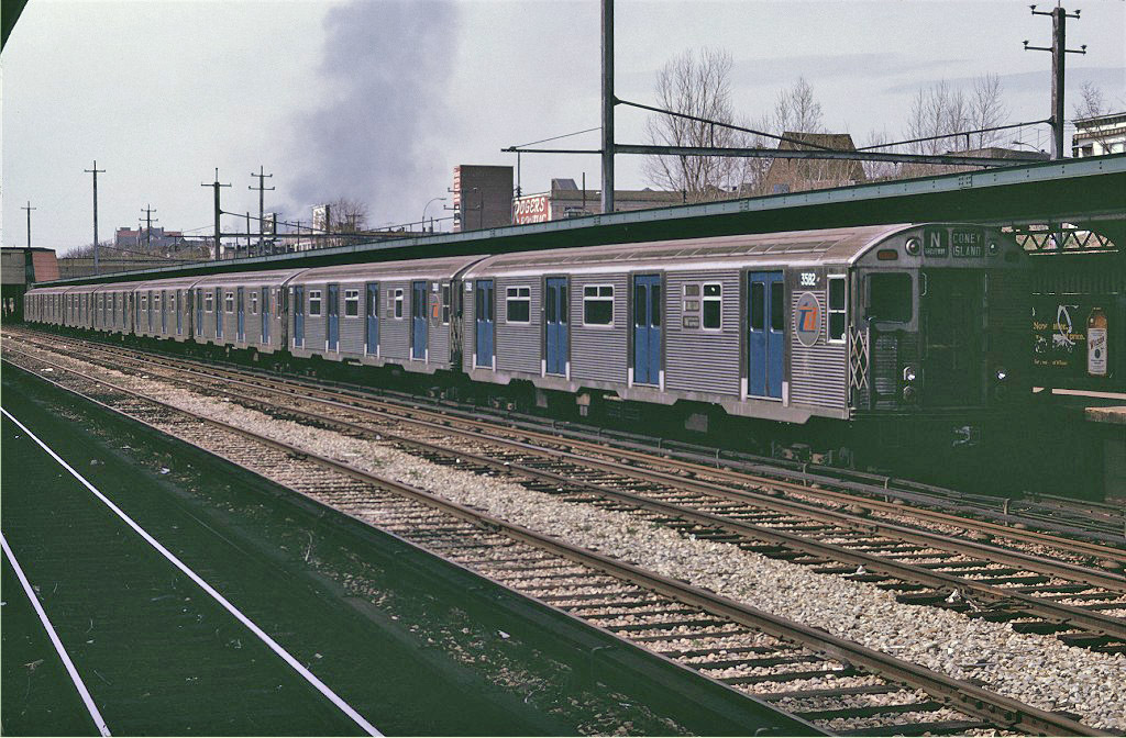 (268k, 1024x672)<br><b>Country:</b> United States<br><b>City:</b> New York<br><b>System:</b> New York City Transit<br><b>Line:</b> BMT Sea Beach Line<br><b>Location:</b> Fort Hamilton Parkway <br><b>Route:</b> N<br><b>Car:</b> R-32 (Budd, 1964)  3582 <br><b>Photo by:</b> Joe Testagrose<br><b>Date:</b> 4/19/1970<br><b>Viewed (this week/total):</b> 4 / 1400