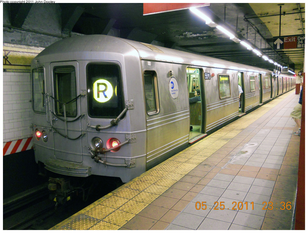 (456k, 1044x788)<br><b>Country:</b> United States<br><b>City:</b> New York<br><b>System:</b> New York City Transit<br><b>Location:</b> DeKalb Avenue<br><b>Route:</b> R<br><b>Car:</b> R-46 (Pullman-Standard, 1974-75) 5516 <br><b>Photo by:</b> John Dooley<br><b>Date:</b> 5/25/2011<br><b>Viewed (this week/total):</b> 1 / 1511